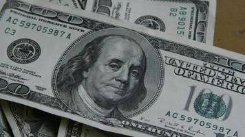 Tournage de séquences d'archives de billets de 100 $ - argent 0152