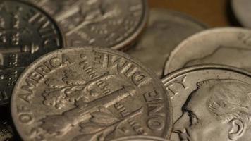 Tournage de séquences d'archives de dix cents américains (pièce de monnaie - 0,10 $) - argent 0209