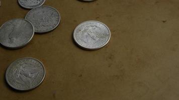 rotação de imagens de estoque de moedas americanas antigas - dinheiro 0061