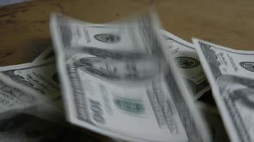 Tournage de séquences d'archives de billets de 100 $ - argent 0158