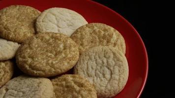 Plano cinematográfico giratorio de galletas en un plato - Cookies 141