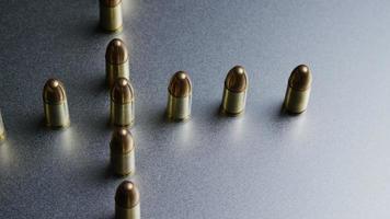 Disparo giratorio cinematográfico de balas sobre una superficie metálica - balas 042