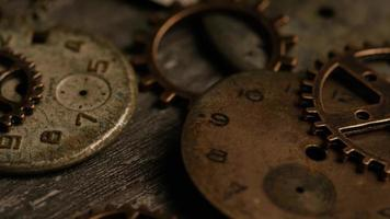 rotação de imagens de estoque de mostradores de relógio antigos e desgastados - mostradores de relógio 114 video