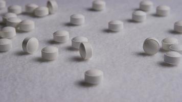 rotação de imagens de estoque de vitaminas e pílulas - vitaminas 0072 video