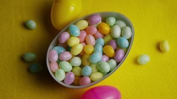 Foto giratoria de coloridos caramelos de Pascua