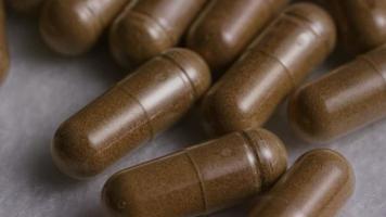 rotação de imagens de estoque de vitaminas e pílulas - vitaminas 0123 video