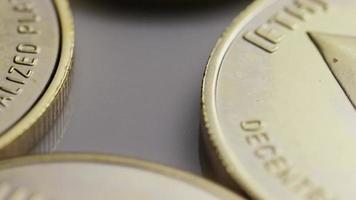 rotierende Aufnahme von Ethereum-Bitcoins (digitale Kryptowährung) - Bitcoin-Ethereum 0079