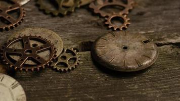 Imágenes de archivo giratorias tomadas de caras de relojes antiguas y desgastadas: caras de relojes 107