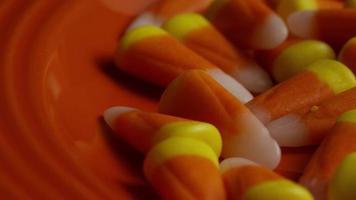 rotierender Schuss von Halloween-Zuckermais - Zuckermais 033