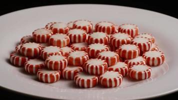 tiro giratorio de caramelos de menta - caramelo de menta 067 video