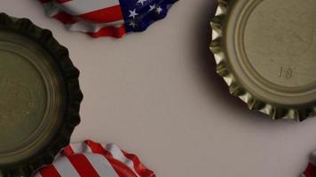 foto rotativa de tampas de garrafa com a bandeira americana impressa - tampas de garrafa 005