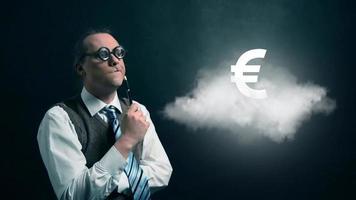 gracioso nerd o geek mirando a una nube voladora con icono de euro giratorio