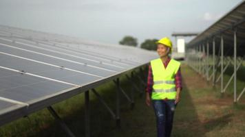 Engineering Überprüfung Solarzellenfarm video