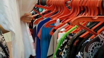 compra de roupas video
