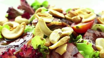 ensalada de pato ahumado con verduras