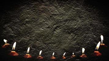 pared de cemento y luz de velas