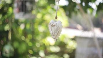 coração decorativo branco video