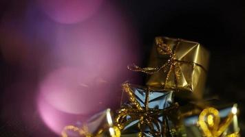 éblouissement abstrait sur les cadeaux de Noël video