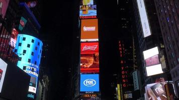 Times Square en la noche close shot 4k
