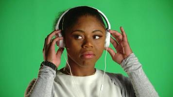atitude jovem afro-americana chiclete ... qualquer que seja 3 video