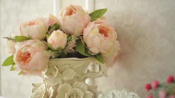 bouquet de pivoines roses video