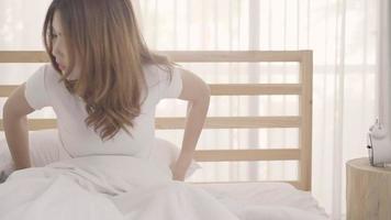 joven, mujer asiática, despertar video