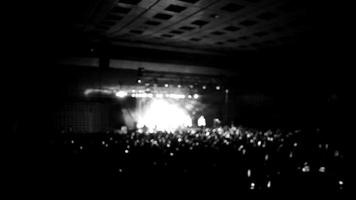 show em preto e branco desfocado