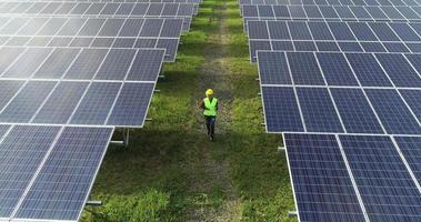 vista aérea, de, ingeniería, control, célula solar, granja video