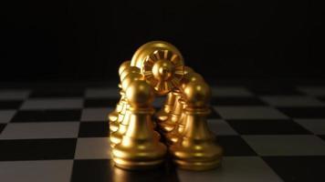 mouvement des pièces d'échecs sur la table