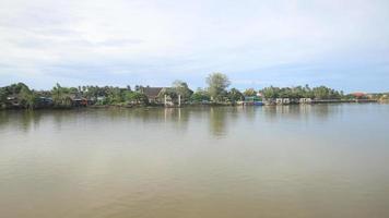 rio mae klong no mercado flutuante de amphawa