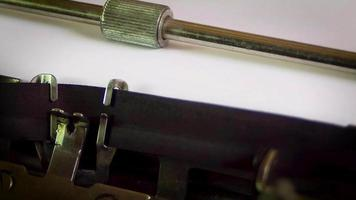 ajuda de máquina de escrever procurada contratação demitida