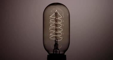 lâmpada bala piscando rápido com filamento de hélice em 4k