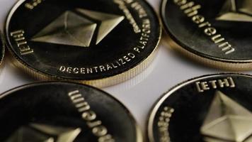 rotierende Aufnahme von Ethereum-Bitcoins (digitale Kryptowährung) - Bitcoin-Ethereum 0074