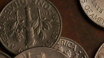 giro stock footage shot de moedas monetárias americanas - dinheiro 0305