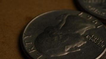 girato stock footage rotante di quartieri americani (moneta - $ 0,25) - denaro 0227