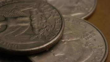 girato stock footage rotante di quarti americani (moneta - $ 0,25) - denaro 0225