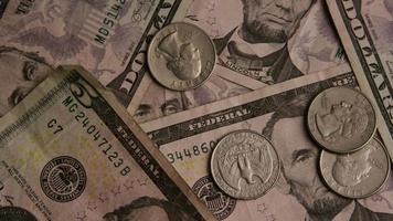 Disparo giratorio de dinero americano (moneda) - dinero 525