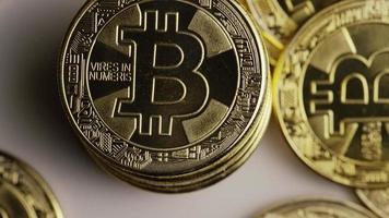 rotierende Aufnahme von Bitcoins (digitale Kryptowährung) - Bitcoin 0423