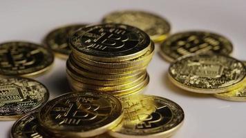 rotierende Aufnahme von Bitcoins (digitale Kryptowährung) - Bitcoin 0439