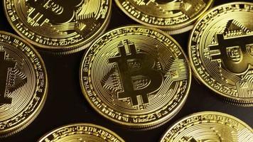 rotierende Aufnahme von Bitcoins (digitale Kryptowährung) - Bitcoin 0033 video