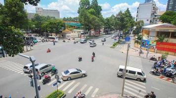 traffico cittadino di ho chi minh all'incrocio, vietnam