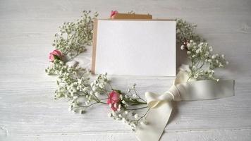 cartão com uma coroa de flores video