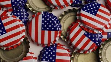 foto rotativa de tampas de garrafa com a bandeira americana impressa nelas - tampas de garrafa 025