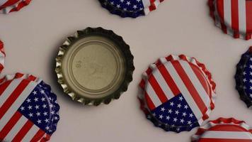 foto rotativa de tampas de garrafa com a bandeira americana impressa - tampas de garrafa 004