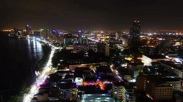 città di pattaya di notte