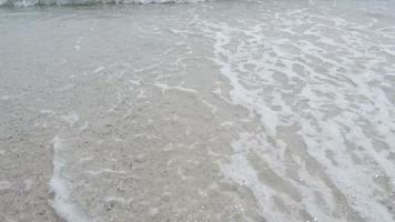 ondas sobre a areia video
