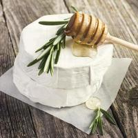 camembert cheese with rosemary and honey