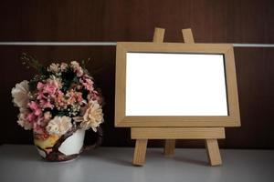 marco de fotos en la mesa con espacio de copia