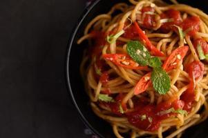 pasta italiana de espagueti con salsa de tomate