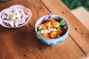 caramelos surtidos en un tazón